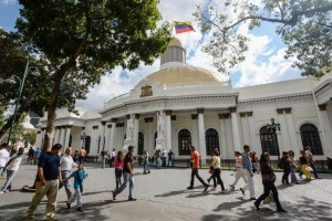 People pass by the National Assembly building in Caracas on December 10, 2015.  AFP PHOTO/FEDERICO PARRA / AFP / FEDERICO PARRA        (Photo credit should read FEDERICO PARRA/AFP/Getty Images)